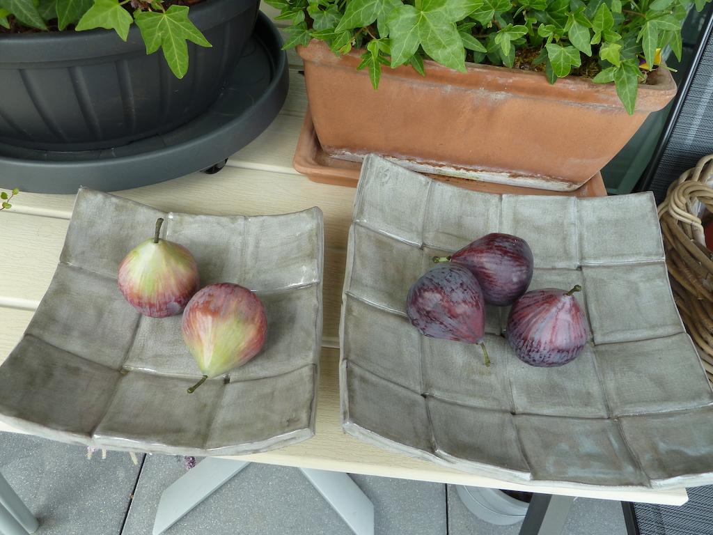 Renata Sandini, No 420 : Coupe à fruits en céramique